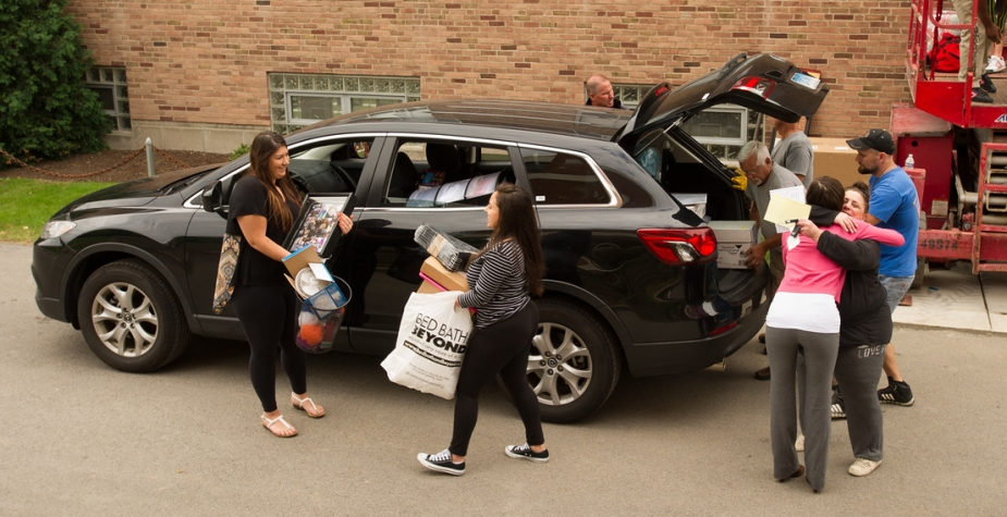 Parents and students at move-in